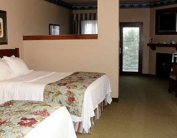 family-suite-hotel-room4