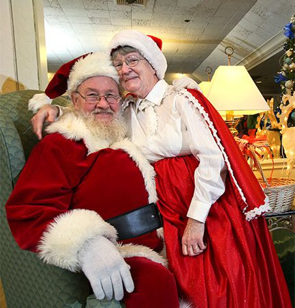 Santa and Mrs. Claus are coming to Zehnder's of Frankenmuth
